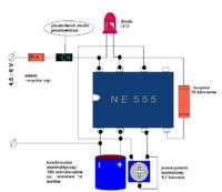 Migająca LED na NE555 - działa zasilana z baterii, a z zasilacza nie działa