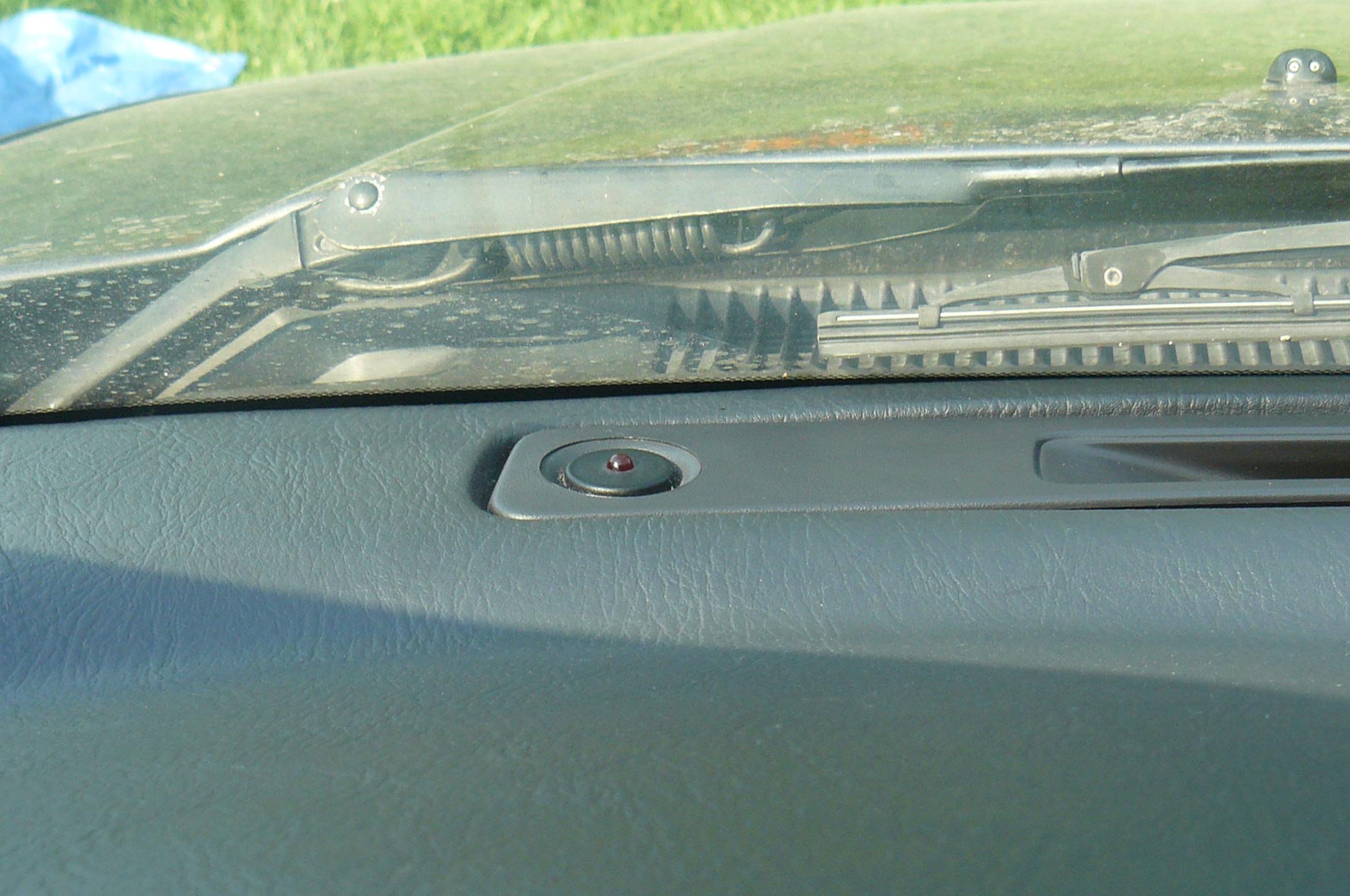 Nissan Primera kombi P11 1.8 16V rok 2000 alarm