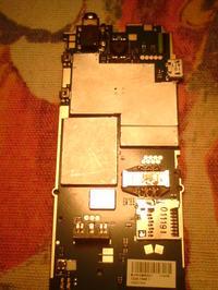 Sony Ericsson cedar (J108i).Telefon po od��czeniu s�uchawek nadal je wykrywa.