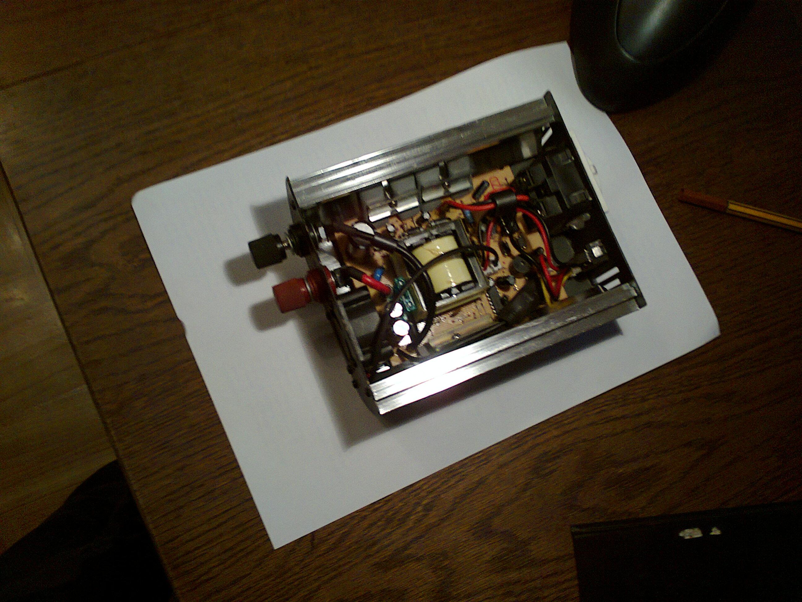 Przetwornica inverter tronic - w��cza si� ale nie daje napi�cia