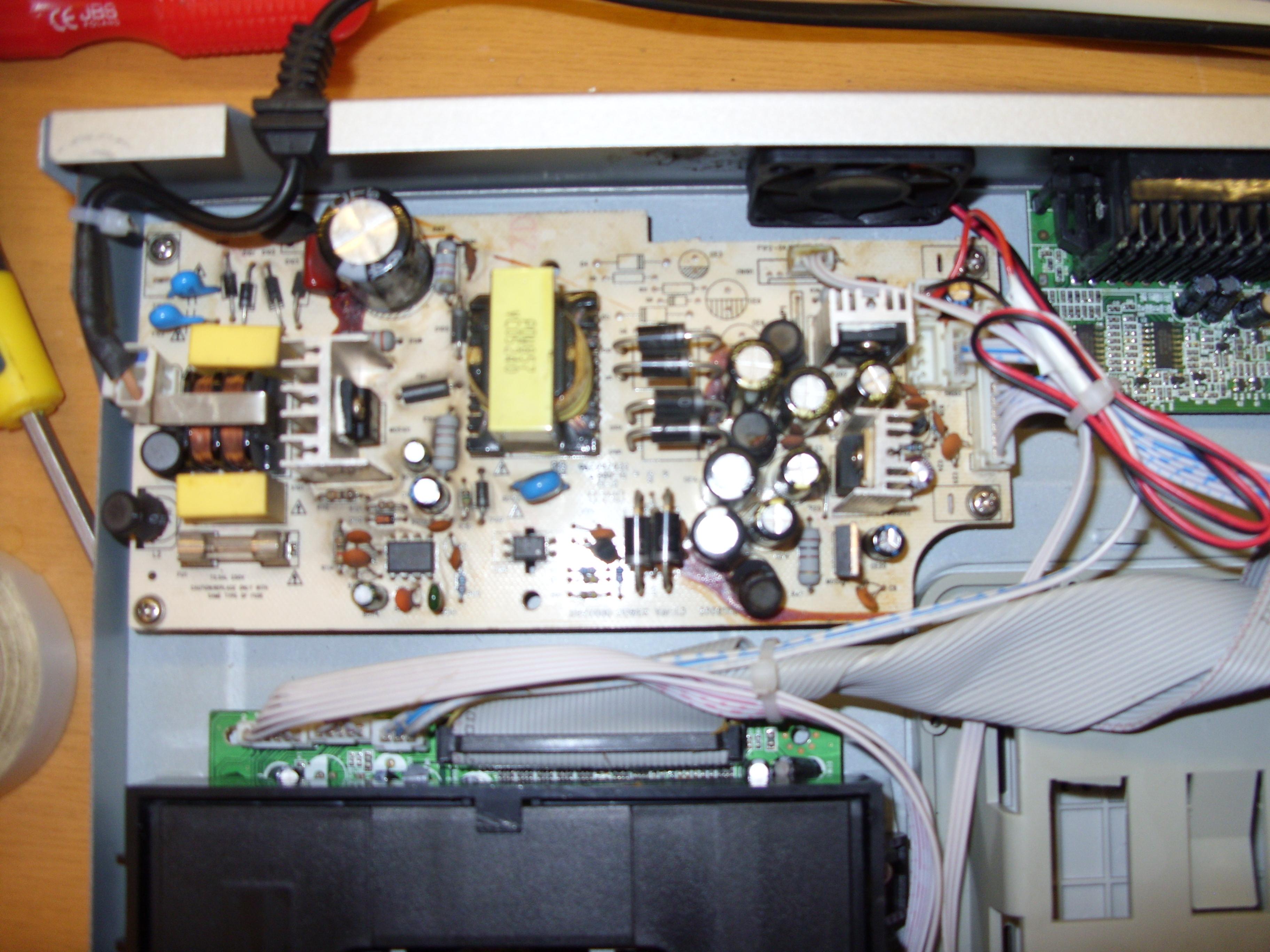 Manta DVD-080 X-RECORDER - Zawy�one napi�cia zasilacza, d�ugie uruchamianie si�.