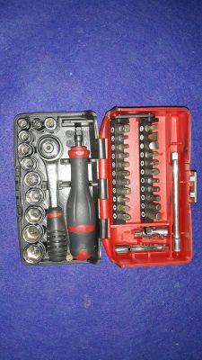 Zestawy narzędzi i narzędzia specjalne-jakie wybrać-recenzje