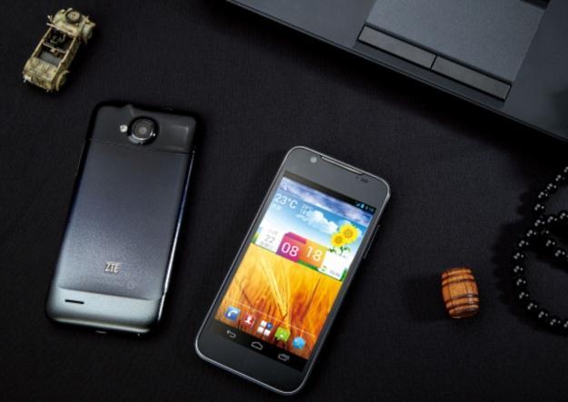 """ZTE Grand Era - smartphone z 4,5"""" ekranem, Android 4.0 i 4-rdzeniowym SoC"""