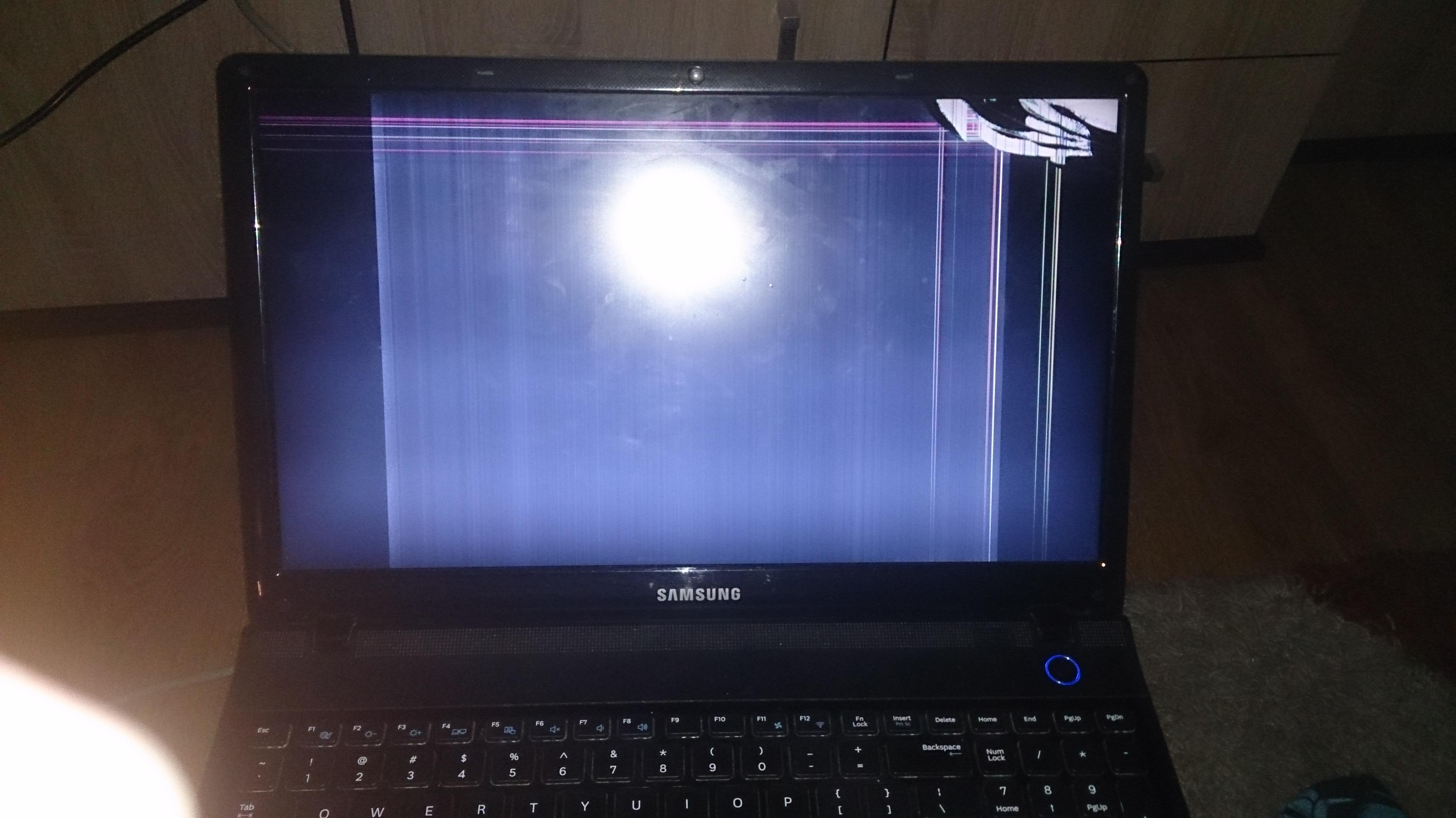 Samsung NP300E5A - prawdopodobnie uszkodzona matryca po upadku z ��ka