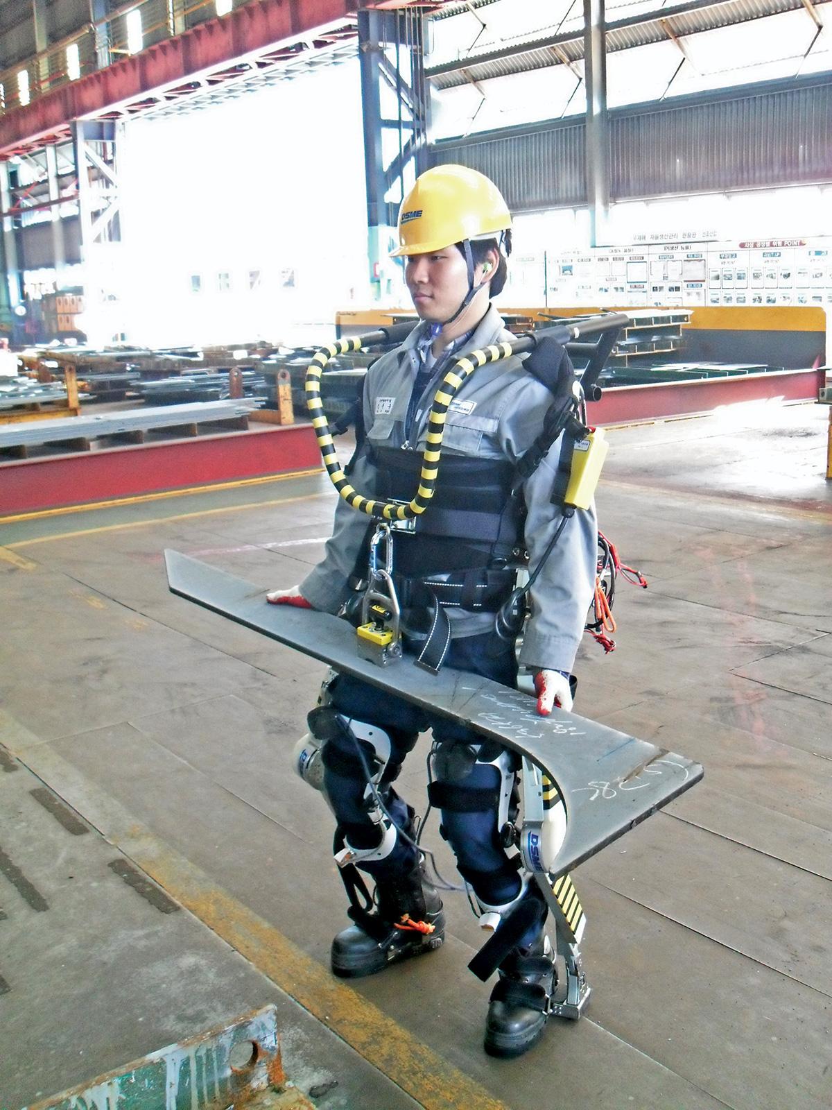 Daewoo testuje egzoszkielety na pracownikach stoczni