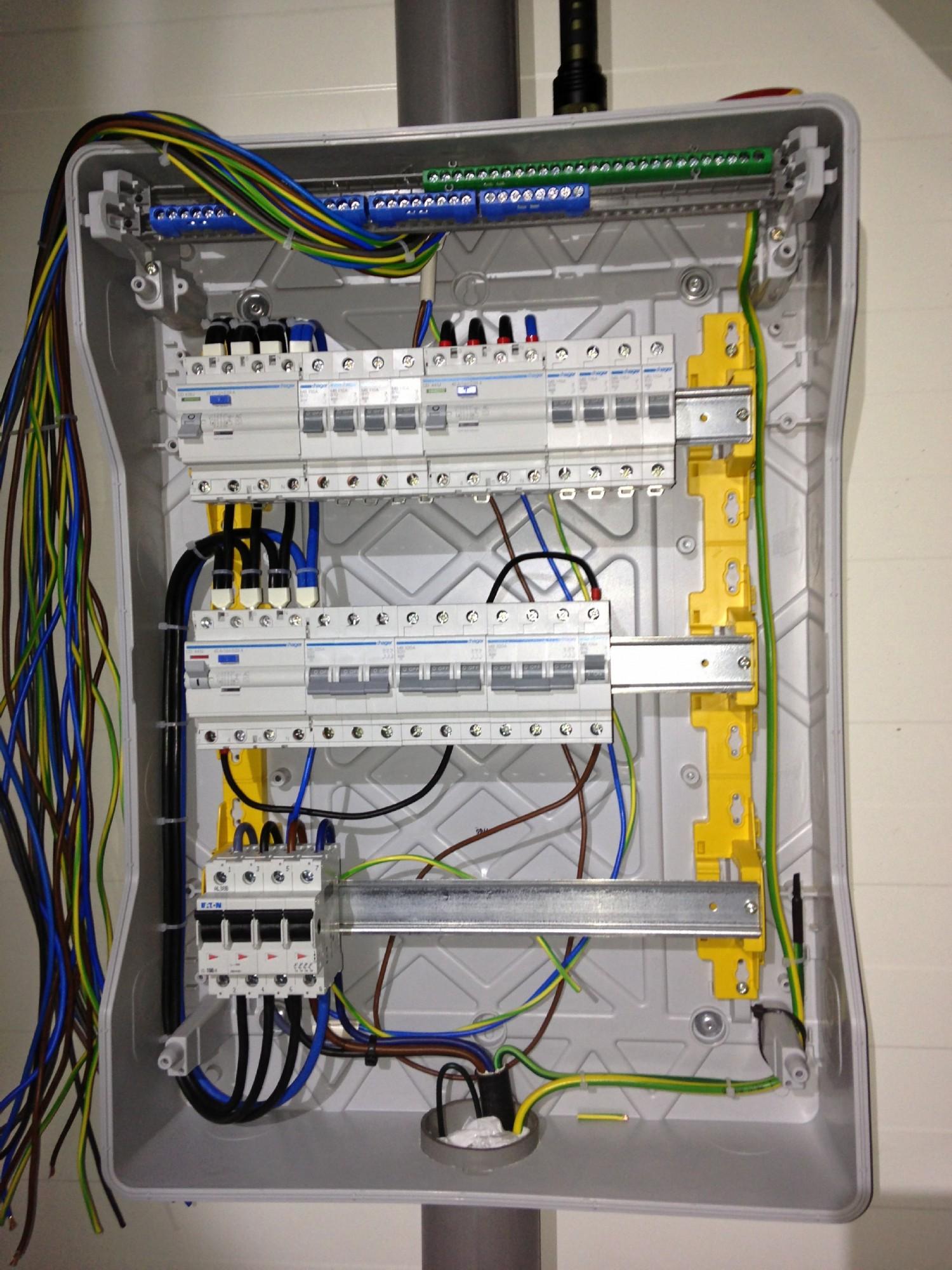 Pro�ba o analiz� instalacji elektrycznej i rozdzielni.