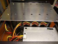 Domowy serwer plików - malinka, dużo dysków USB i drukowana obudowa