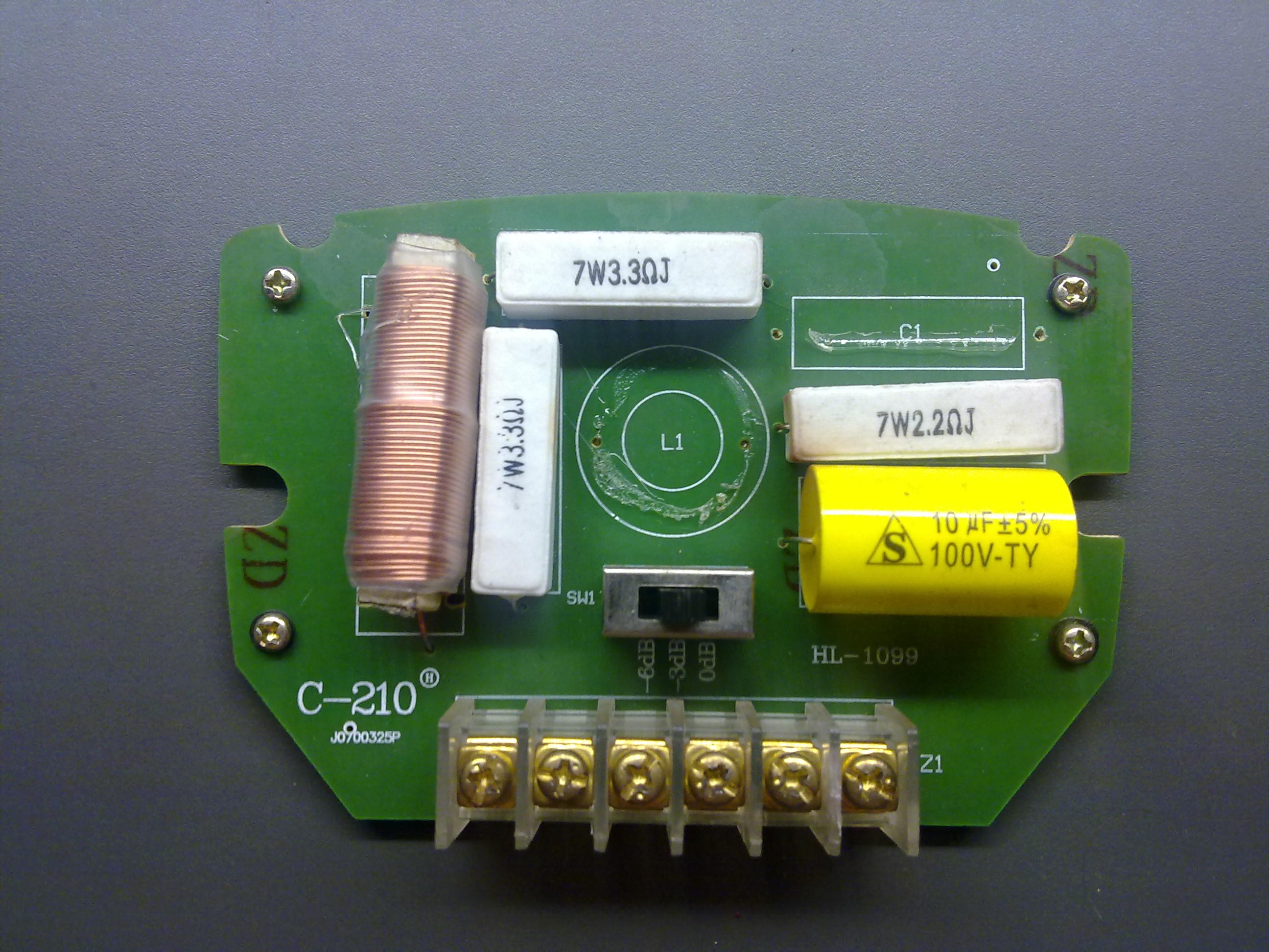 Zwrotnica g�o�nikowa Diora GDS1607 - uszkodzone elementy.