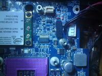 Compal JFL92 - spuchniety rezystor 15M na plycie glownej