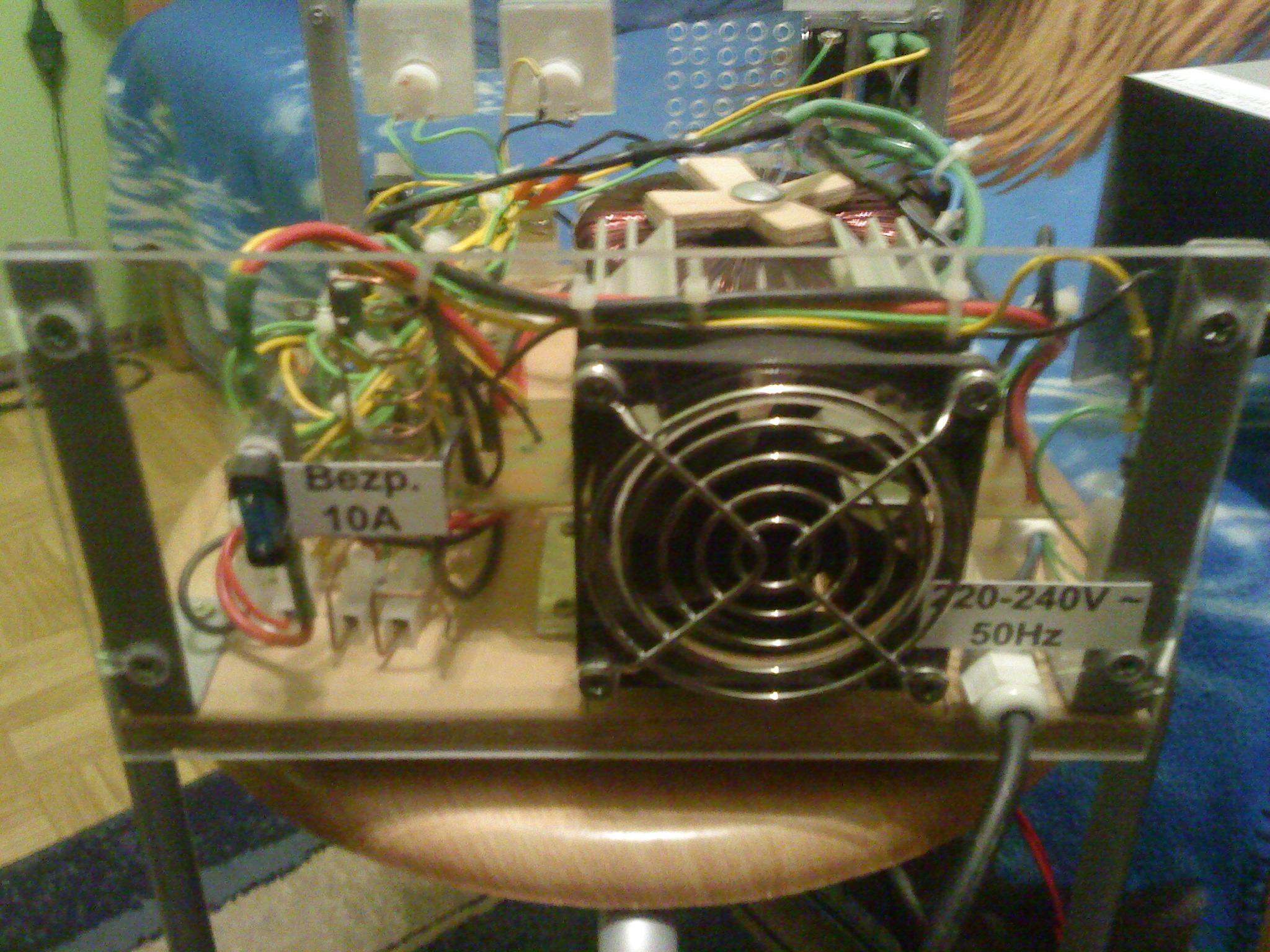 Prostownik 12V do akumulator�w samochodowych i nie tylko.