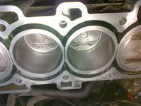 Nissan Primera P12 - Porysowany cylinder