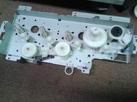 HP CLJ CM 1312 - Nie można wyciągnąć tonerów.