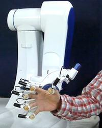 Robot symuluj�cy wra�enie dotykania ludzkiej sk�ry