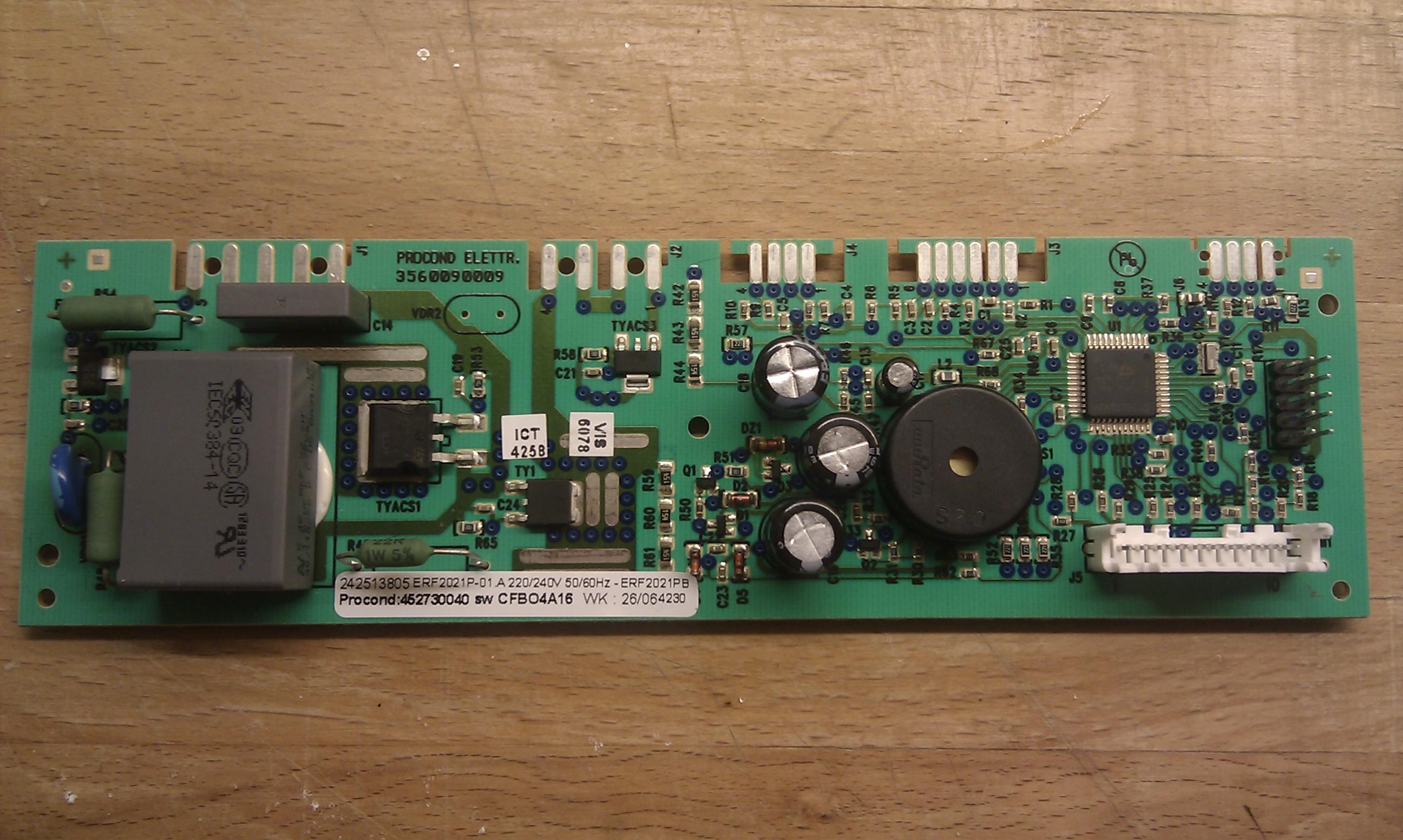 Lod�wka Elektrolux EBN3850 uszkodzona p�ytka steruj�ca