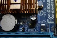 GIGABYTE G31M-ES2L - Nie startuje , brak dźwięku , kondensator napuchnięty