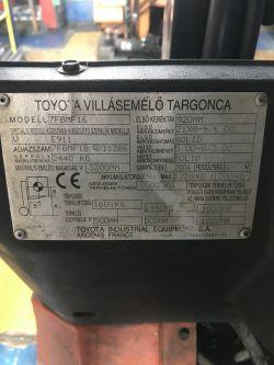 Wózek widłowy Toyota 7FBMF 80V Jedzie b. wolno i ma przebicie na masę Podnosi OK