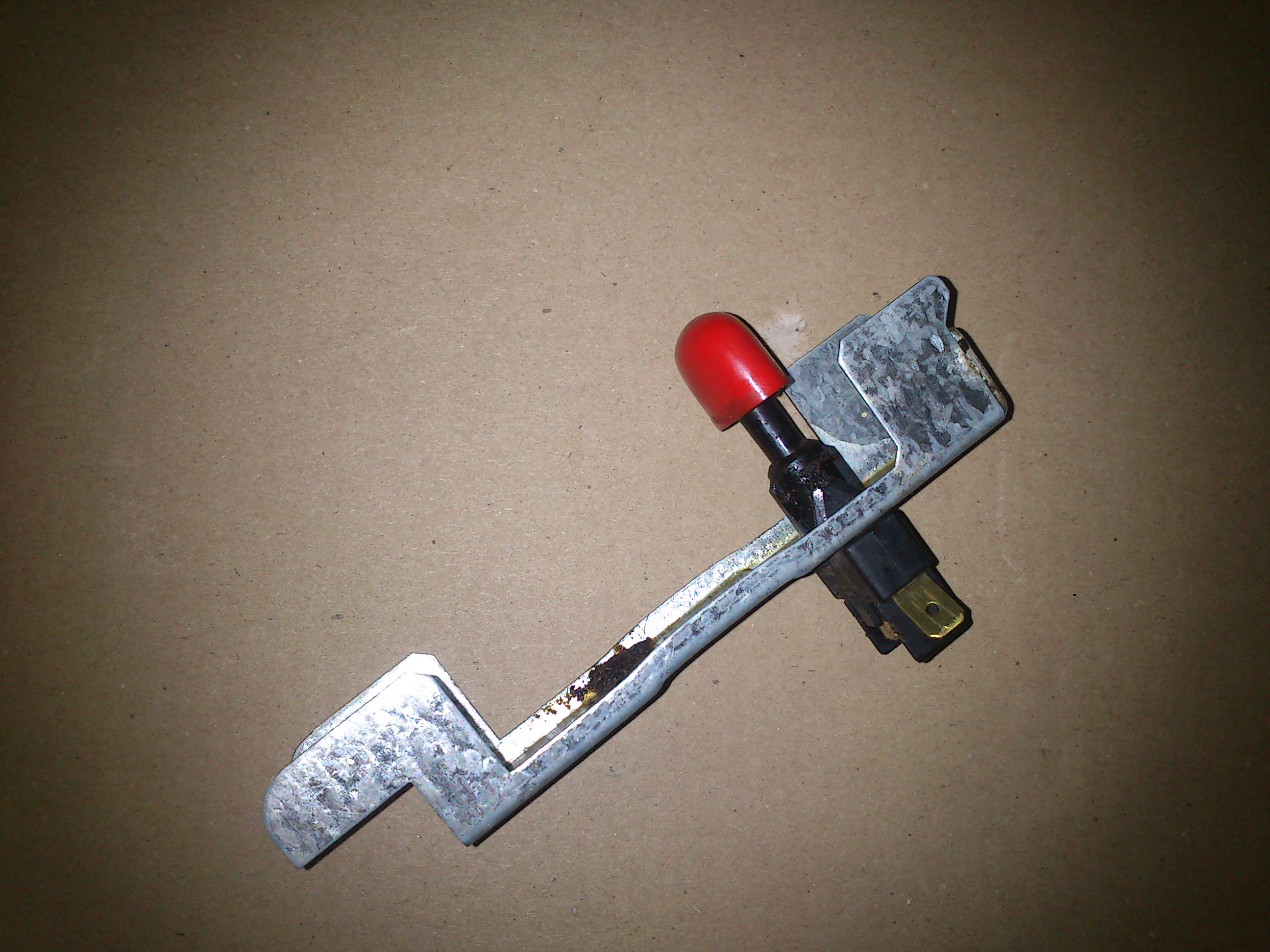 Ardo - W��cznik iskrownika, przej�cie na pinach