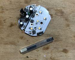 BW-LT10 nocne światełko od Blitzwolfa - wnętrze i podmiana kontrolera na PICa