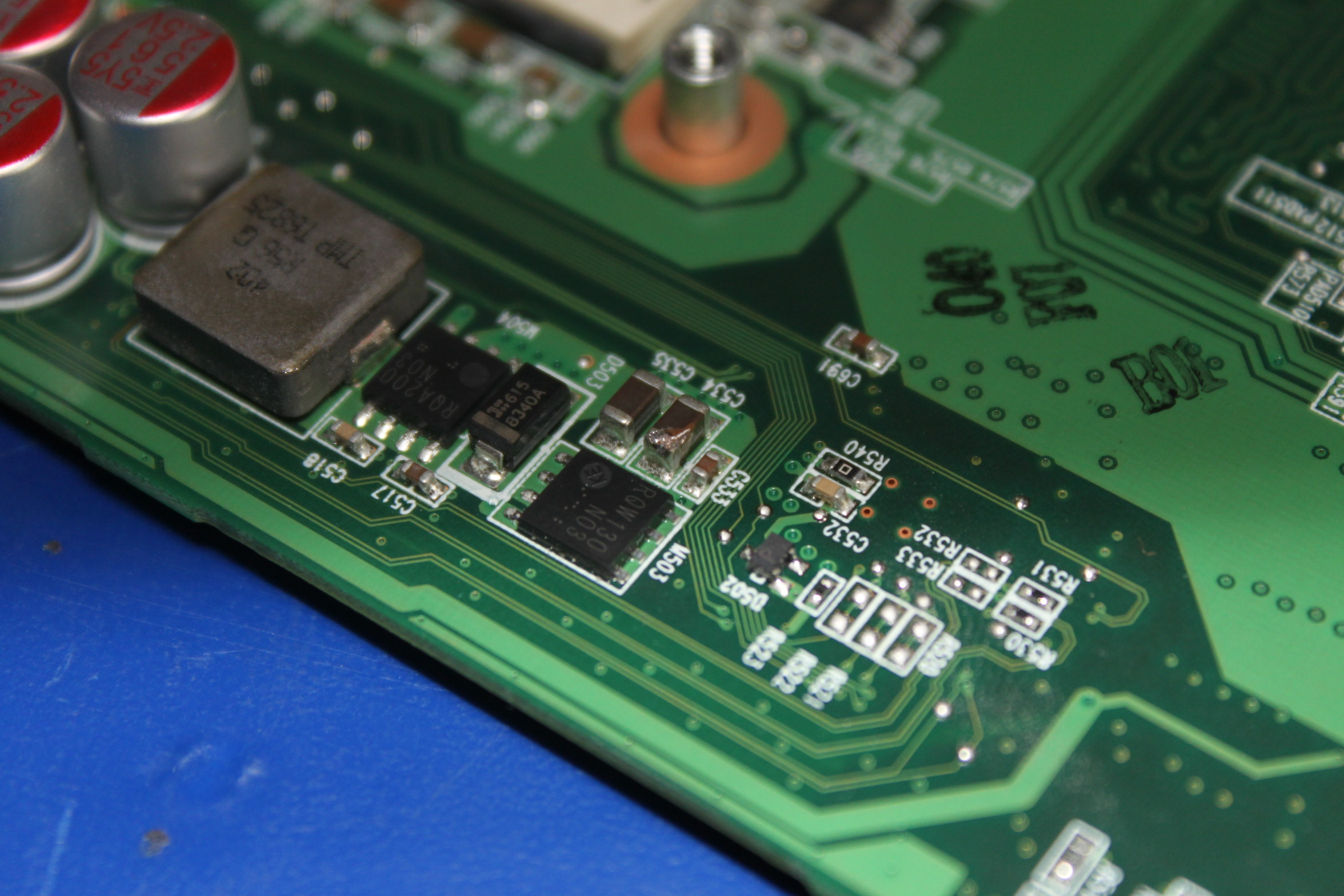 MEDION RAM2080 - Zwarty kondensator - pro�ba o identyfikacj�.