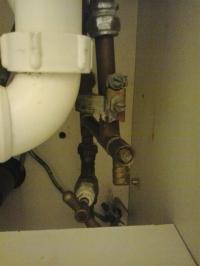 Bush WMNS714W - nie pobiera wody - jak odkrecic taki zawor