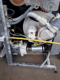 Whirlpool ADG522 X - nie zmywa, ale kończy program