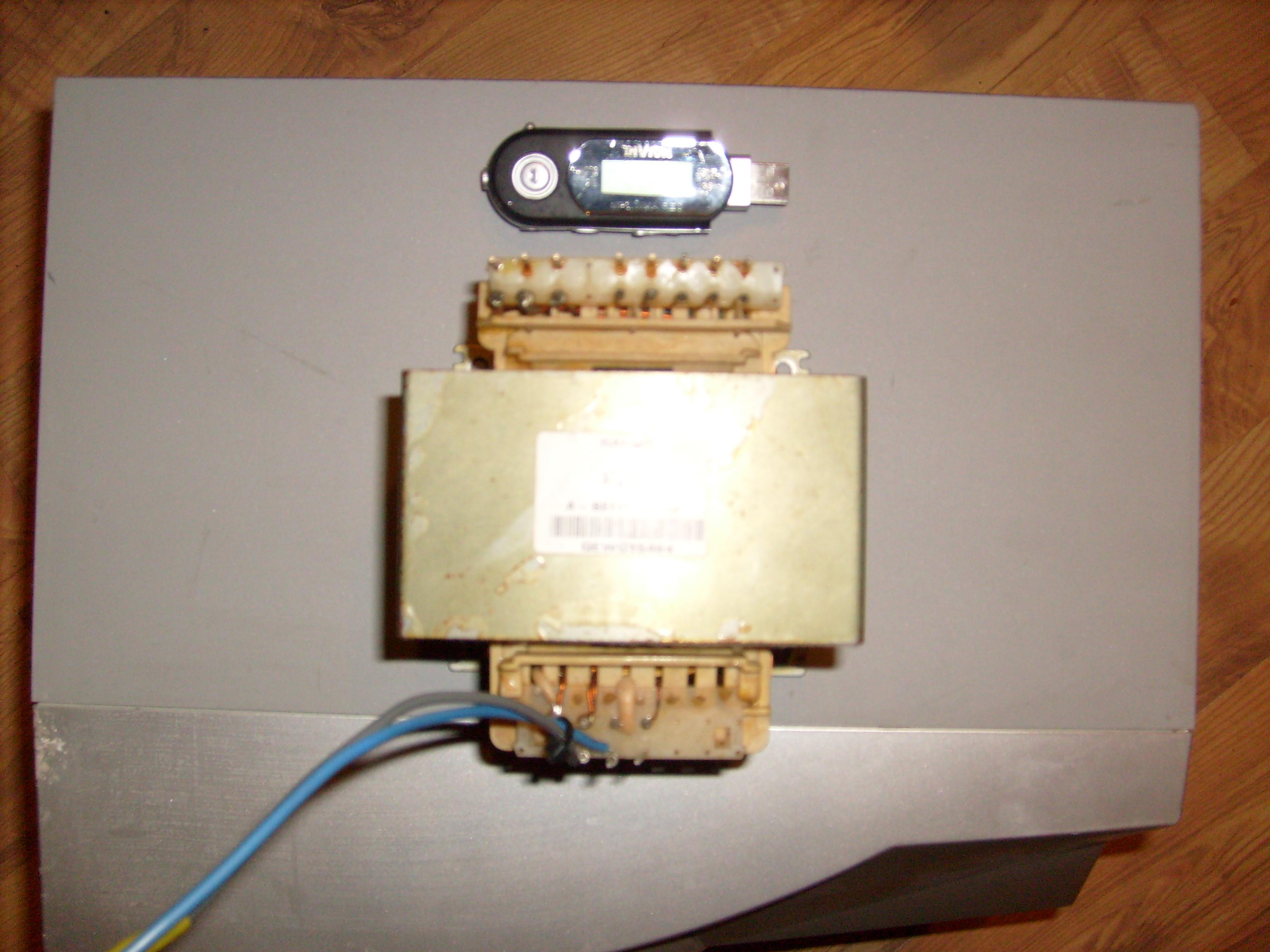 [Sprzedam] Kondensatory, oryginalne ko�c�wki mocy, transformatory.