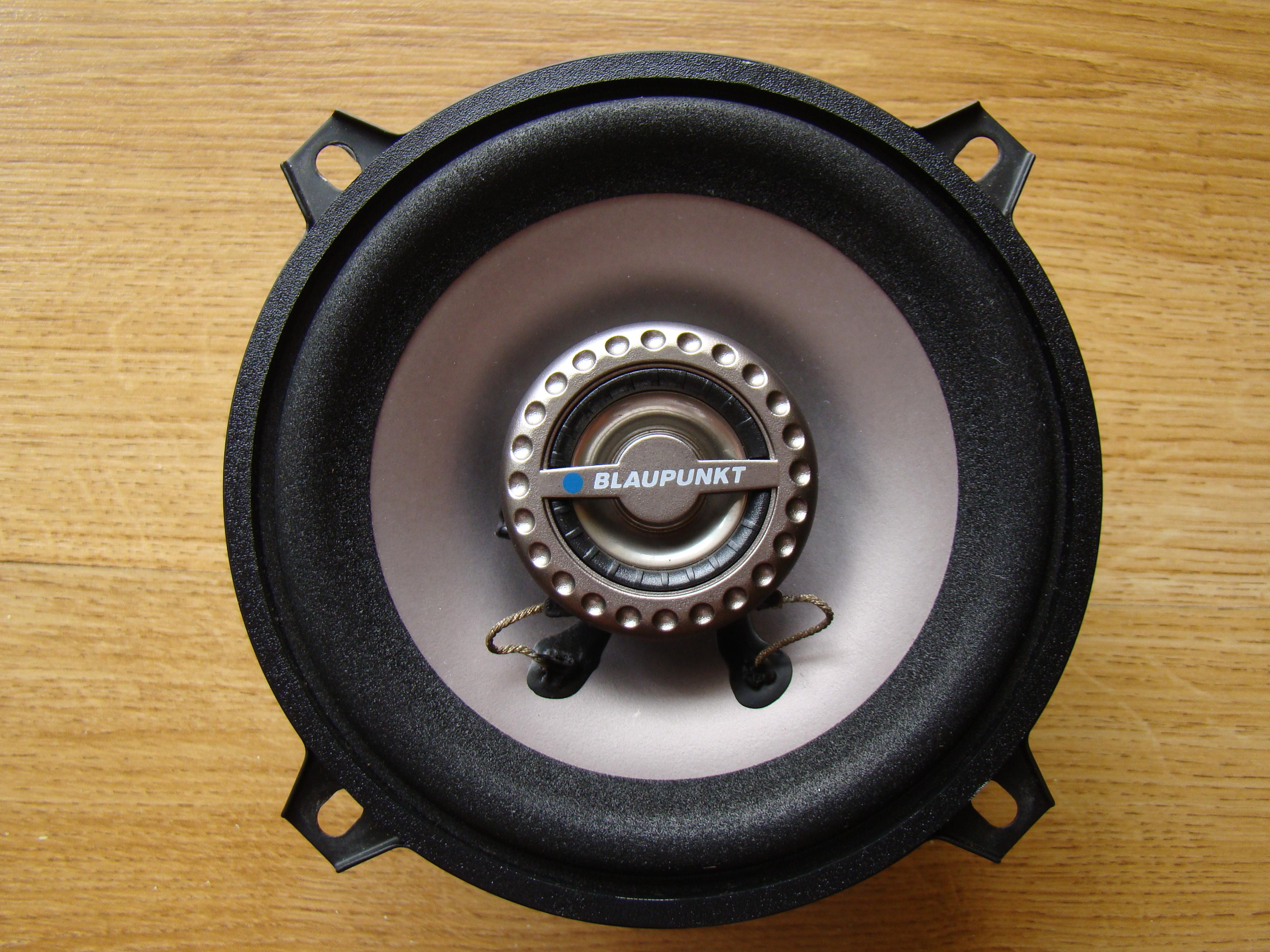 Podłącz głośniki samochodowe w domu