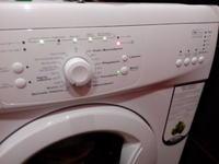 Whirlpool AWO5425 - Wyłącza się