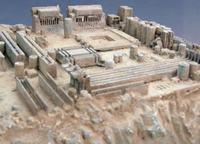 Płyta główna wygląda jak ruiny greckie