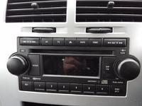 Dodge, Caliber - Włączenie radia Dodge Caliber na stole