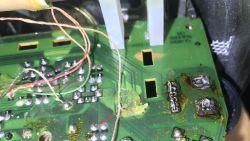Prosta naprawa trzeszczącego radia - czyszczenie potencjometrów