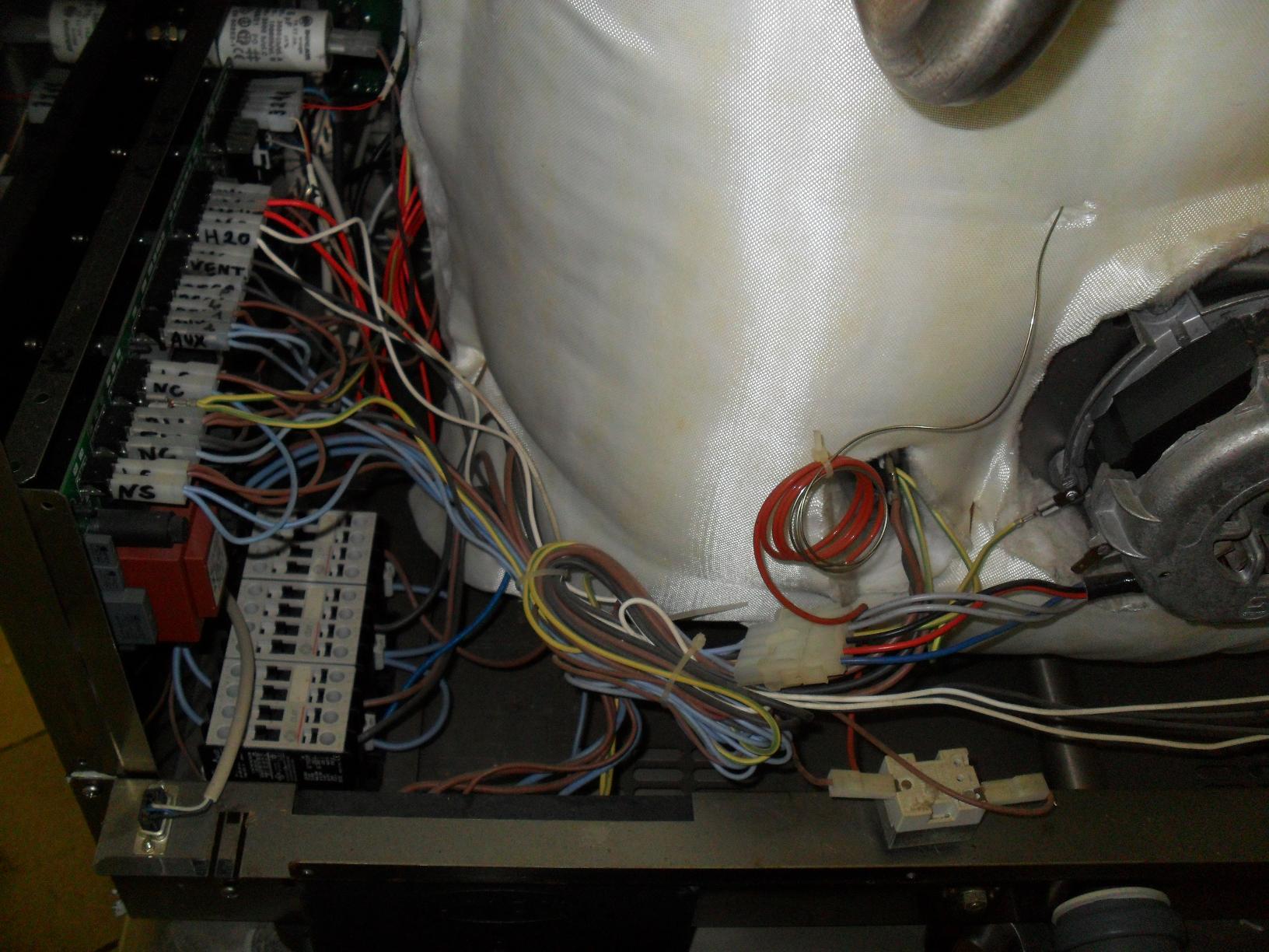 Piec konwekcyjno parowy UNOX XV303G - buczy po w��czeniu