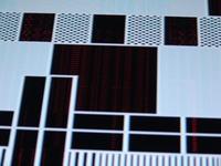 LE32S62B - czerwone dropy na obrazie