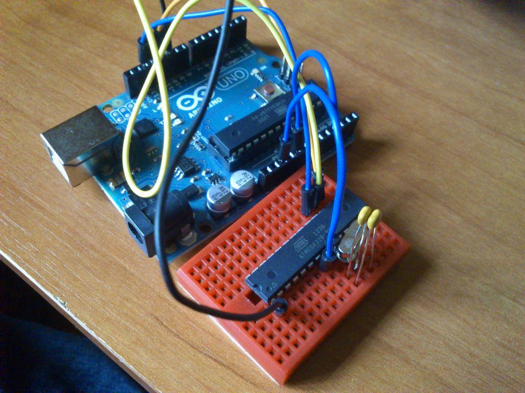 Wgrywanie bootloader'a do ATMega328, przy u�yciu Arduino Uno, w roli ISP