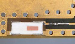 Anteny radiowe dla miniaturowych medycznych urządzeń noszonych