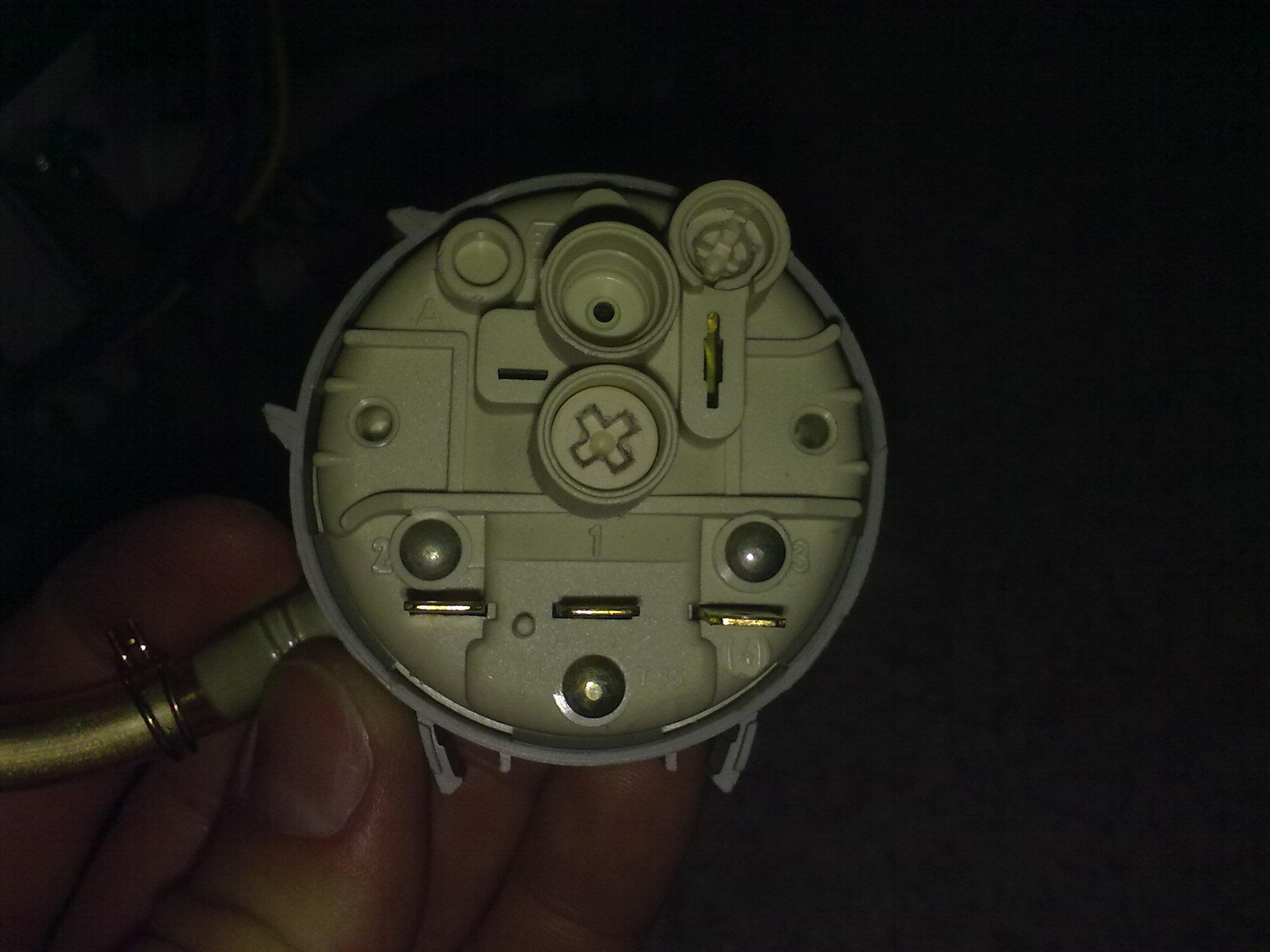 Jak pod��czy� hydrostat w zmywarce Electrolux ESF 473 ?