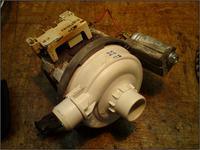 [Zmywarka BOSCH SRS43A12/14] Jak wymontować pompę?