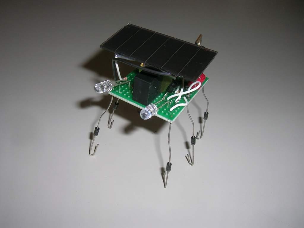"""Robot solarny na procesorze Picaxe """"Vibrobot""""."""