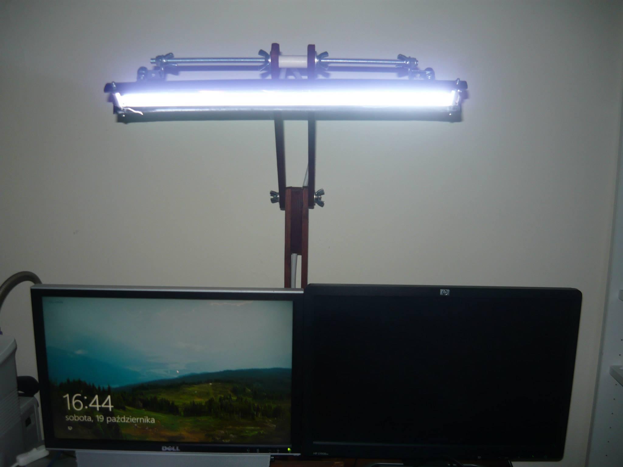 Lampka CCFL zbudowana z cz�ci od monitora