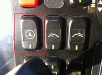 Mercedes Tourismo 350 - Przyciski na desce rozdzielczej.