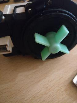 Pralka Whirlpool AWM031 - to chyba pompa?