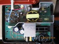 Ładowarka baterii RIDGID nie ładuje do prawidłowego napięcia.