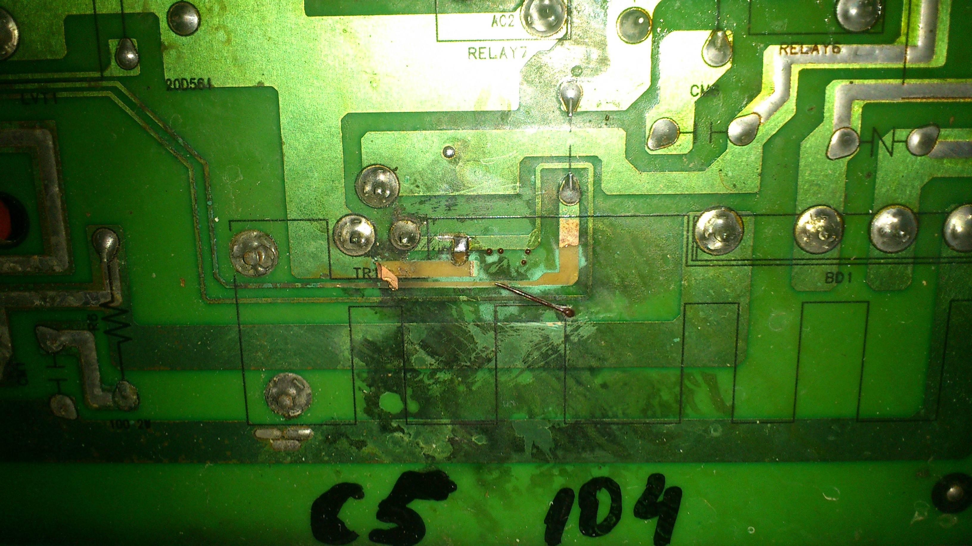Samsung Q1044 - wypalona �cie�ka na PCB potrzeba naprawy modu�u
