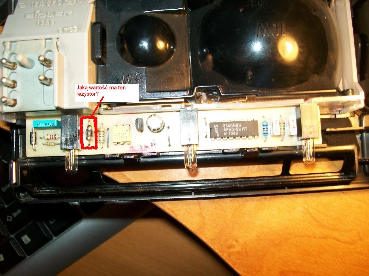 Mercedes 124 lampka o�wietlenia wn�trza - spalony rezystor.