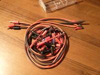 Kable do zasilacza serwisowego.
