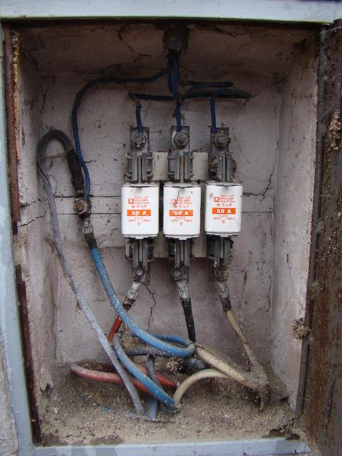 rozdzia� przy��cza elekt. na dwa kolejne liczniki 3-faz
