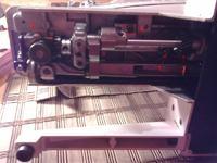 Maszyna do szycia Łucznik 835 kulkuje dolną nitkę