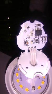 Przeróbka żarówki LED z czujnikiem ruchu ze stałym czasem świecenia na regulowan