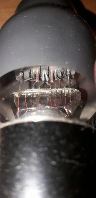 Lampa elektronowa bez oznaczeń - co to za model?