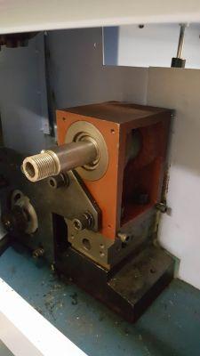 [Tokarka CNC] Wrzeciono samo przestaje wirować.